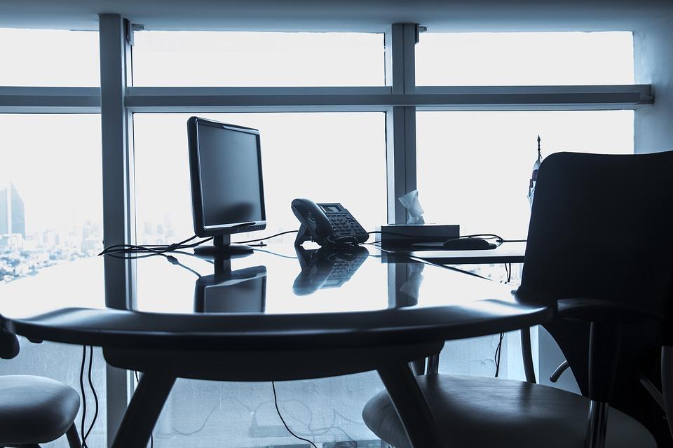 Nowoczesne i ponadczasowe biuro - jak je urządzić?